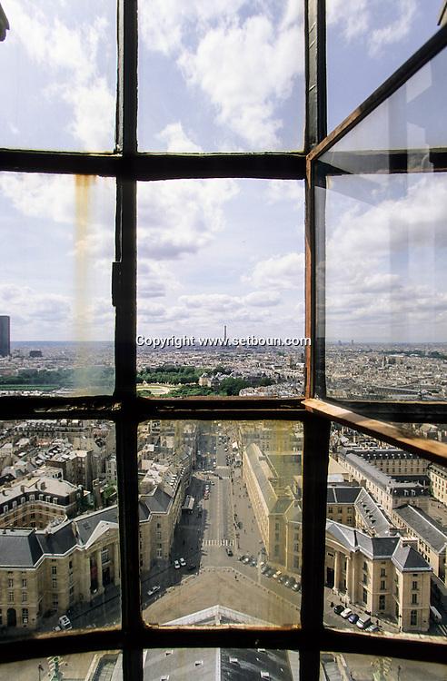 France. Paris. 5th district Elevated view. , La Place du Pantheon et la tour Eiffel. vue du Pantheon (ancienne abatiale Sainte Genevieve)