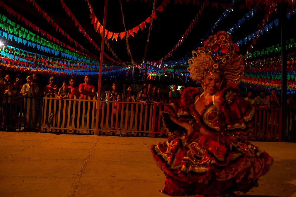 Junco do Maranhao, Brazil, June 26 of 2013:  Bolsa Familia em Junco do Maranhao. Grupo de dança de cidade vizinha se apresenta na festa Junina de Junco do Maranhão. (photo: Caio Guatelli)
