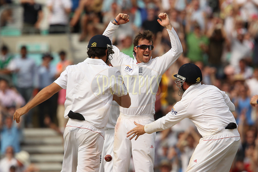 England's Graeme Swann celebrates in vain as India's Sree Sreesanth is not out during day 5 of the fourth test match between England and India held at The Oval in Lambeth, London, England on the 22nd August 2011...Photo by Ron Gaunt/SPORTZPICS/BCCI