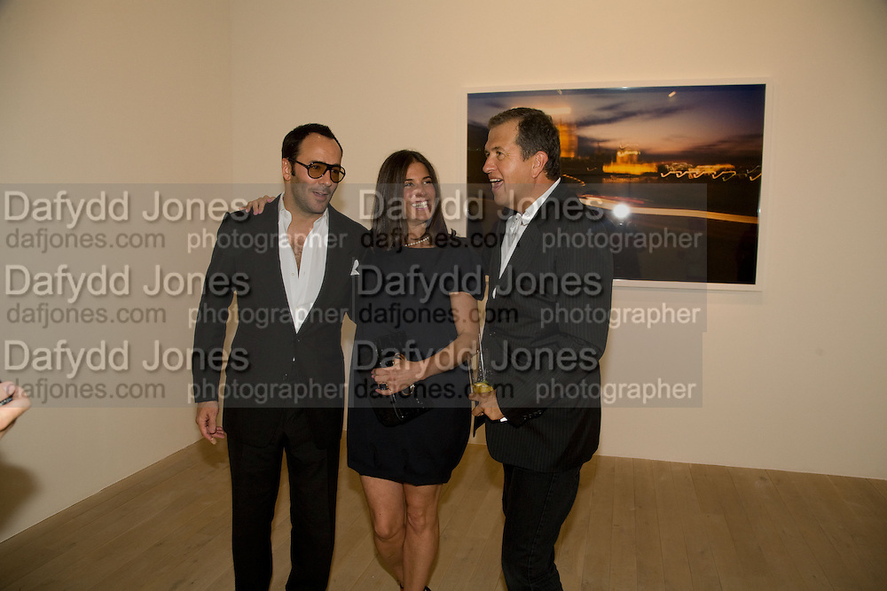 TOM FORD; ELIZABETH SALTZMAN; MARIO TESTINO, Mario Testino: Obsessed by You -  private view<br />Phillips de Pury & Company, Howick Place, London, SW1, 2 July 2008 *** Local Caption *** -DO NOT ARCHIVE-© Copyright Photograph by Dafydd Jones. 248 Clapham Rd. London SW9 0PZ. Tel 0207 820 0771. www.dafjones.com.