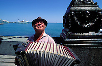 Ukraine, Crimée, Yalta, Musicien. // Yalta - Local musician - Ukrainian riviera on the black sea - Crimea - Ukraine
