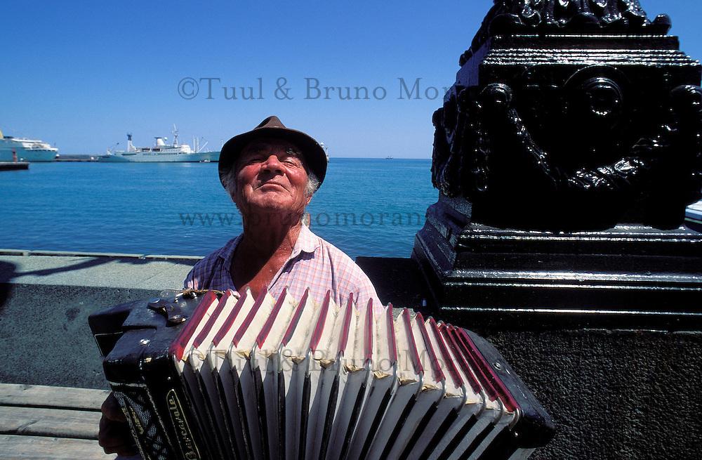 Ukraine, Crimée, Yalta, Musicien. // Yalta - Local musician - Ukrainian riviera on the black sea - Crimea - Ukraine