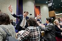 """Nederland. Den Haag, 27 oktober 2010.<br /> De Tweede Kamer debatteert over de regeringsverklaring van het kabinet Rutte.<br /> Einde debat, 23.30 uur. Kamerleden felicieren de bewindspersonen in vak K. Rutte omarmt cda """" dissident """" Kathleen Ferrier.. uiterst rechts : Ad Koppejan<br /> Kabinet Rutte, regeringsverklaring, tweede kamer, politiek, democratie. regeerakkoord, gedoogsteun, minderheidskabinet, eerste kabinet Rutte, Rutte1, Rutte I, debat, parlement<br /> Foto Martijn Beekman"""
