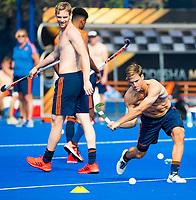 BHUBANESWAR (INDIA) -  Het Nederlands team trainde vanmorgen licht voor de wedstrijd tegen Canada bij het WK Hockey heren. Jeroen Hertzberger (Ned) met Mirco Pruyser (Ned)  tijdens de training.   COPYRIGHT  KOEN SUYK
