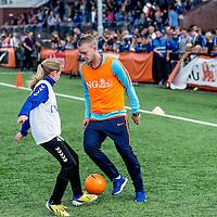 """Nederland,Leeuwarden, 28 mei 2014.<br /> Jasper Cillessen in actie tijdens clinique Oranje-fandag georganiseerd door ING bij voetbalvereniging Blauw Wit"""" 34 Leeuwarden.<br /> <br /> Foto: Jean-Pierre Jans"""
