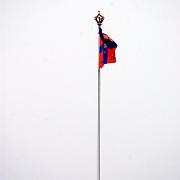 Overbrengen lichaam van overleden prins Bernhard van paleis Soestdijk, vlag met rouwwimpel