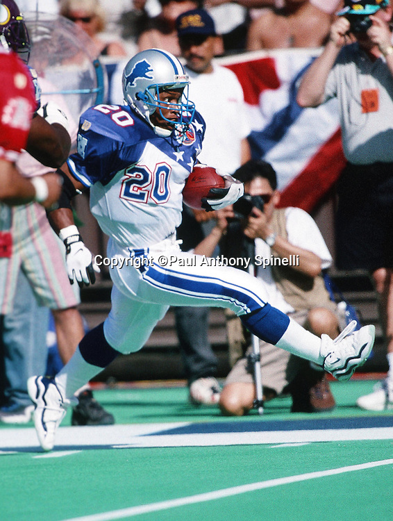 The NFC Detroit Lions running back Barry Sanders (20) runs the ball during the 1997 NFL Pro Bowl football game against the AFC on Feb. 2, 1997 in Honolulu. The AFC won the game 26-23. (©Paul Anthony Spinelli)
