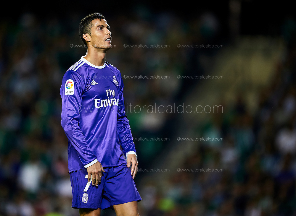 SEVILLE, SPAIN - OCTOBER 15:  Cristiano Ronaldo of Real Madrid CF reacts during the match between Real Betis Balompie and Real Madrid CF as part of La Liga at Benito Villamrin stadium October 15, 2016 in Seville, Spain.  (Photo by Aitor Alcalde/Getty Images)