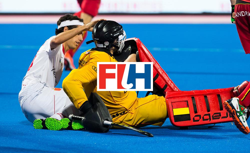 BHUBANESWAR - Enrique Gonzalez (Esp) met keeper Vincent Vanasch (Bel).  Hockey World League finals , wedstrijd om de 5e plaats. Belgie-Spanje.  COPYRIGHT KOEN SUYK