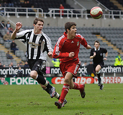 Newcastle, England - Saturday, March 10, 2007: Liverpool's Ryan Flynn and Newcastle United's Callum Morris during the FA Youth Cup Semi Final 1st Leg at St James' Park. (Pic by David Rawcliffe/Propaganda)