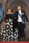 Koningspaar biedt Corps Diplomatique diner aan in het Paleis op de dam /// Royal Couple offers Corps Diplomatique dinner in the Palace on the dam<br /> <br /> Op de foto / On the photo:  Prinses Margriet en Pieter van Vollenhoven