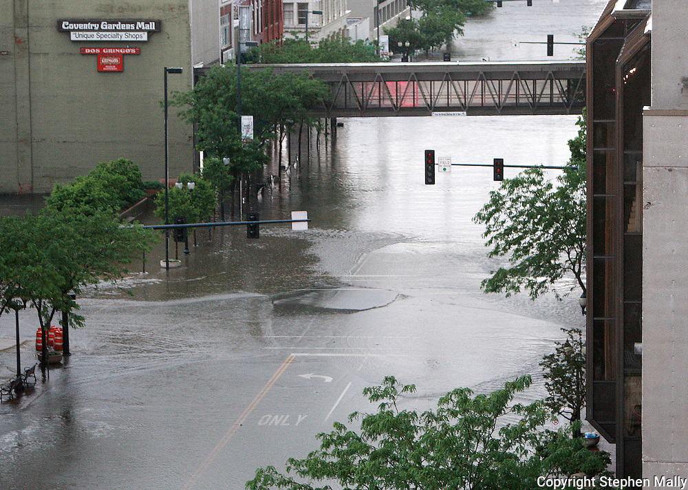 Massive flooding has covered the Midwest section of the United States. In Cedar Rapids, Iowa over 400 blocks were underwater. Other towns are now bracing for the water as it continues downstream.///The flooded streets downtown Cedar Rapids, Iowa.
