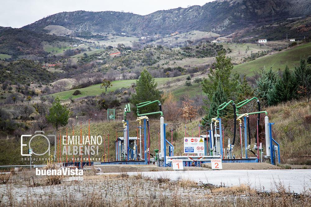 Corleto Perticara, Basilicata, Italia, 04/04/2016. <br /> Il pozzo Perticara 1, che fa parte del progetto Tempa Rossa a Corleto Perticara, in Basilicata<br /> <br /> Corleto Perticara, Basilicata, Italy, 09/01/2016. <br /> The oil extracion wells &quot;Perticara 1&quot;, one of the well of Tempa Rossa project in Corleto Perticara, in Basilicata.
