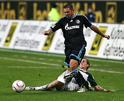 13.11.2010, Volkswagen Arena, Wolfsburg, GER,1.FBL, VfL Wolfsburg vs FC Schalke 04, im Bild Peter Pekarik (Wolfsburg #19) trifft Edu (Schalke #9) am Schienbein EXPA Pictures © 2010, PhotoCredit: EXPA/ nph/  Schrader+++++ ATTENTION - OUT OF GER +++++