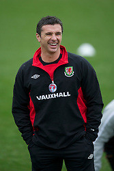 CARDIFF, WALES - Monday, March 21, 2011: Wales' manager Gary Speed MBE during a training session at the Vale of Glamorgan ahead of the UEFA Euro 2012 qualifying Group G match against England. (Photo by David Rawcliffe/Propaganda)