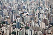 Belo Horizonte_MG, Brasil...Sobrevoo da Policia Militar sobre Belo Horizonte, Minas Gerais...Helicopter of the Military Police over Belo Horizonte, Minas Gerais. ..Foto: LEO DRUMOND / NITRO