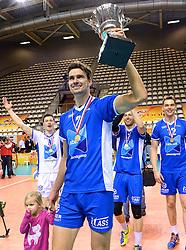 21-02-2016 NED: Bekerfinale Abiant Lycurgus - Landstede Volleybal, Almere<br /> Lycurgus viert een feestje als zij de Nationale beker winnen door Landstede Volleybal met 3-1 te verslaan / Wutze Kooistra #2 of Lycurgus