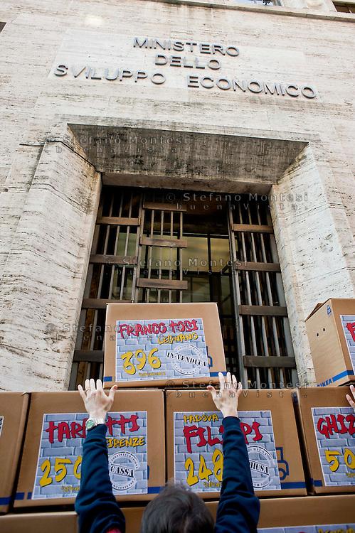 Roma 11  Dicembre 2013<br /> Manifestazione della Fiom, il sindacato dei metalmeccanici, davanti al Ministero dello Sviluppo Economico, dove è stato costruito il 'muro della crisi', con gli scatoloni. Sulle scatole i nomi delle aziende in crisi con tanto di esuberi previsti, tra cui Selex, Electrolux, Indesi, Fiat Mirafiori.<br /> Rome, December 11, 2013<br /> Demostration of Fiom, the metalworkers union, in front of the Ministry of Economic Development, where it was built the 'wall of crisis', with the boxes. The boxes the names of companies in crisis with much of the projected redundancies, including Selex, Electrolux, Indesit , Fiat Mirafiori.