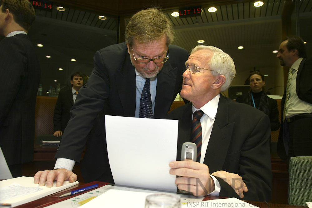 BRUSSELS - BELGIUM - 30 JANUARY 2006 -- GENERAL AFFAIRS and EXTERNAL RELATIONS Council meeting -- Per STIG MØLLER (Moller, Moeller), Danish Minister for Foreign Affairs, speaking with the Swedish Ambassador to the EU Sven-Olof PETERSSON (sitting).   PHOTO: ERIK LUNTANG /