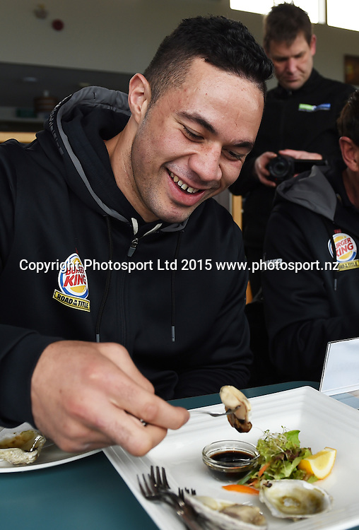 New Zealand Heavyweight boxer Joseph Parker enjoys the local Oysters during a visit to Stirling Point in Bluff ahead of the Burger King Road to the Title fight in Invercargill, New Zealand. Thursday 30 July 2015. Copyright photo: Andrew Cornaga / www.photosport.nz