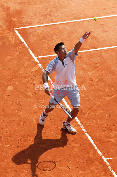 MONTE-CARLO, MONACO - Wednesday, April 16, 2003: Paradorn Srichaphan (Thailand) serves during the 2nd Round of the Tennis Masters Monte-Carlo. (Pic by David Rawcliffe/Propaganda)
