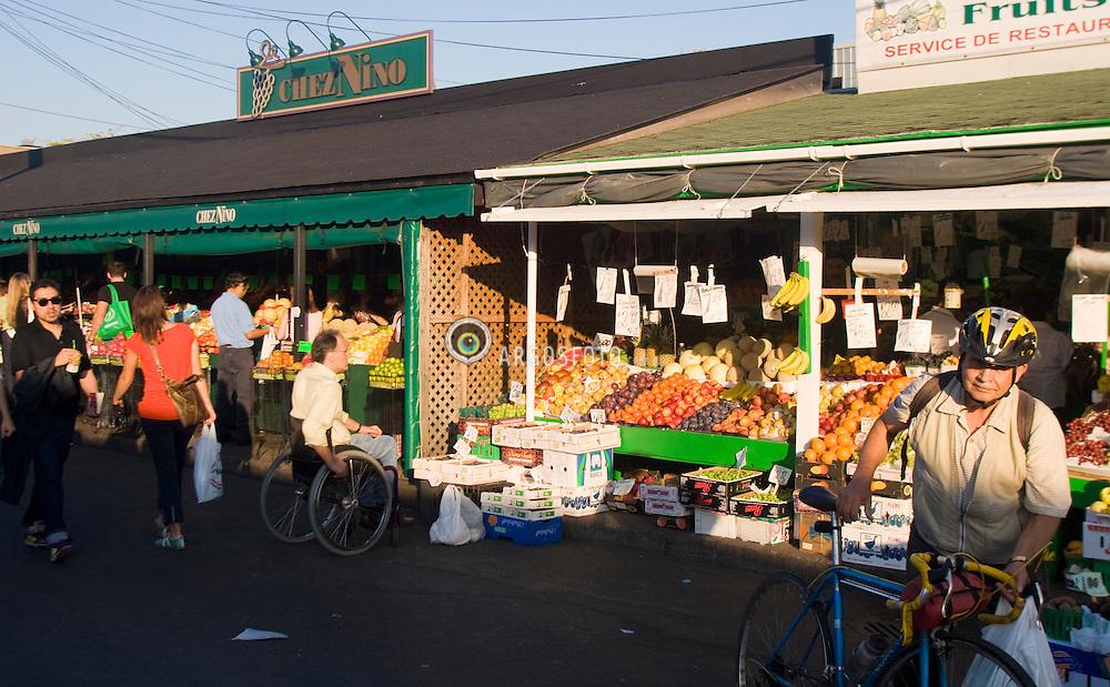 Montreal, QC, Canada. Mercado Jean Talon, um dos melhores lugares de Montreal para quem gosta de comer / Marche Jean-Talon or Jean Talon Market is a farmer's market in Montreal.