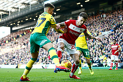 Jamie Paterson of Bristol City battles for possession with Max Aarons of Norwich City - Mandatory by-line: Phil Chaplin/JMP - FOOTBALL - Carrow Road - Norwich, England - Norwich City v Bristol City - Sky Bet Championship