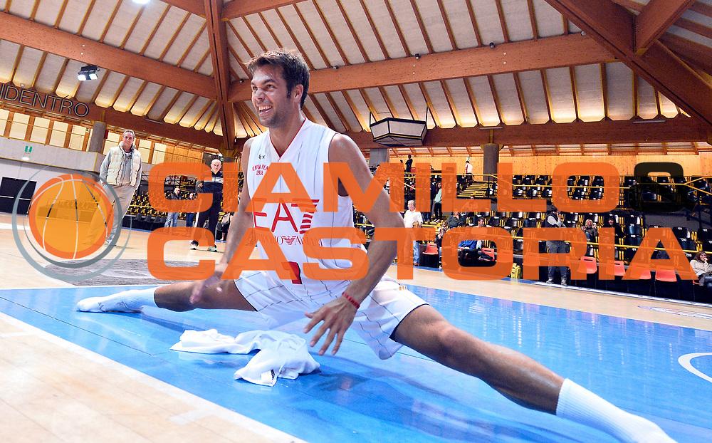 DESCRIZIONE : Bormio Lega A 2014-15 amichevole Ea7 Olimpia Milano - Stings Mantova<br /> GIOCATORE : Bruno Cerella<br /> CATEGORIA : stretching<br /> SQUADRA : Ea7 Olimpia Milano<br /> EVENTO : Valtellina Basket Circuit 2014<br /> GARA : Ea7 Olimpia Milano - Stings Mantova<br /> DATA : 04/09/2014<br /> SPORT : Pallacanestro <br /> AUTORE : Agenzia Ciamillo-Castoria/R.Morgano<br /> Galleria : Lega Basket A 2014-2015  <br /> Fotonotizia : Bormio Lega A 2014-15 amichevole Ea7 Olimpia Milano - Stings Mantova<br /> Predefinita :