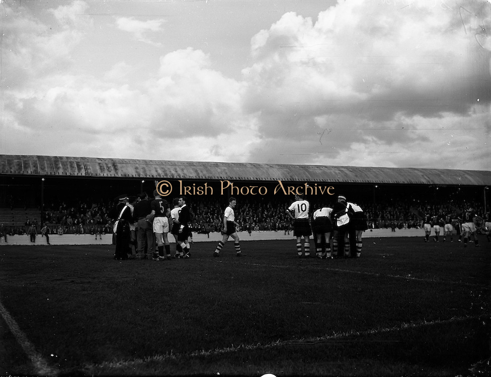 11/10/1958<br /> 10/11/1958<br /> 11 October 1958<br /> Soccer International: Ireland v South Africa at Tolka Park, Dublin.