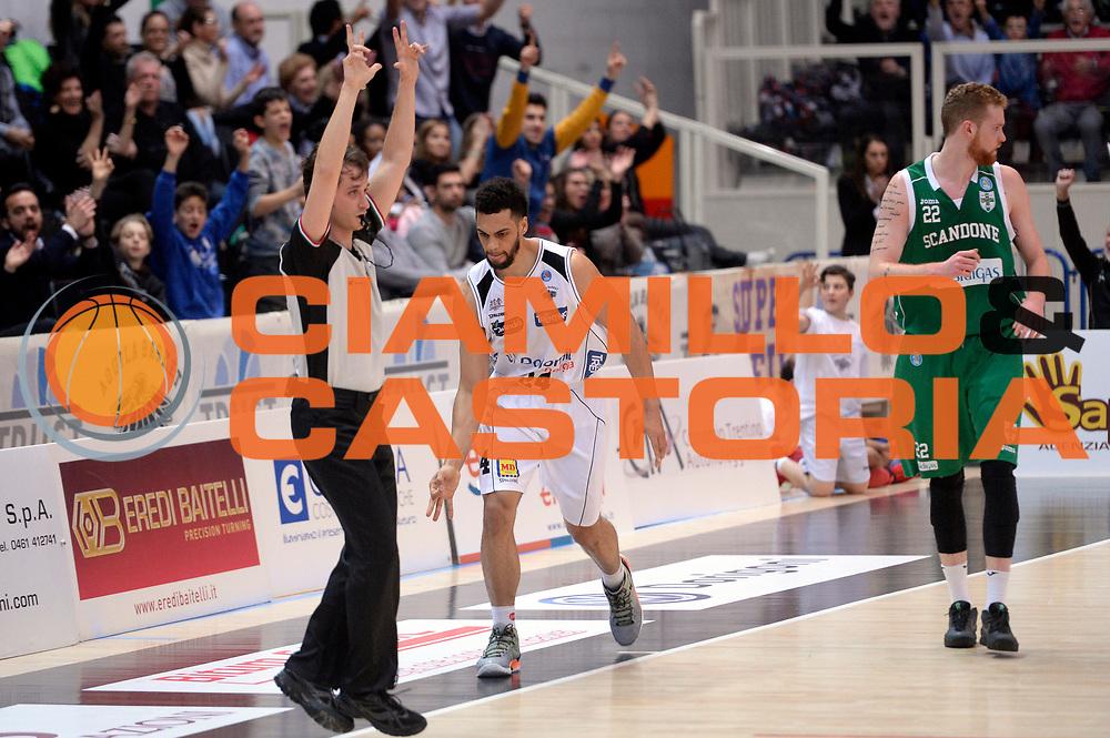 DESCRIZIONE : Trento Lega A 2015-2016 Dolomiti Energia Trentino Sidigas Avellino <br /> GIOCATORE : Trent Lockett<br /> CATEGORIA : esultanza<br /> SQUADRA : Sidigas Avellino<br /> EVENTO : Campionato Lega A 2015-2016<br /> GARA : Dolomiti Energia Trentino Sidigas Avellino <br /> DATA : 13/02/2016<br /> SPORT : Pallacanestro<br /> AUTORE : Agenzia Ciamillo-Castoria/Max.Ceretti<br /> GALLERIA : Lega Basket A 2014-2015<br /> FOTONOTIZIA : Trento Lega A 2015-2016 Dolomiti Energia Trentino Sidigas Avellino <br /> PREDEFINITA :
