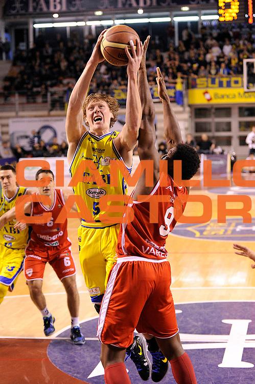 DESCRIZIONE : Ancona Lega A 2011-12 Fabi Shoes Montegranaro Cimberio Varese<br /> GIOCATORE : Coby Karl<br /> CATEGORIA : tiro penetrazione scelta<br /> SQUADRA : Fabi Shoes Montegranaro<br /> EVENTO : Campionato Lega A 2011-2012<br /> GARA : Fabi Shoes Montegranaro Cimberio Varese<br /> DATA : 29/01/2012<br /> SPORT : Pallacanestro<br /> AUTORE : Agenzia Ciamillo-Castoria/C.De Massis<br /> Galleria : Lega Basket A 2011-2012<br /> Fotonotizia : Ancona Lega A 2011-12 Fabi Shoes Montegranaro Cimberio Varese<br /> Predefinita :