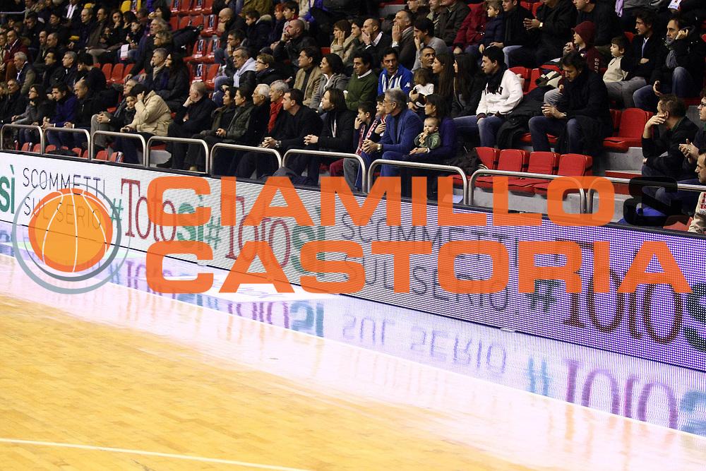 DESCRIZIONE : Milano Lega A 2009-10 Armani Jeans Milano Vanoli Cremona<br /> GIOCATORE : Sisal Totosi<br /> SQUADRA : <br /> EVENTO : Campionato Lega A 2009-2010 <br /> GARA : Armani Jeans Milano Vanoli Cremona<br /> DATA : 20/12/2009<br /> CATEGORIA : Ritratto Sponsor<br /> SPORT : Pallacanestro <br /> AUTORE : Agenzia Ciamillo-Castoria/G.Cottini<br /> Galleria : Lega Basket A 2009-2010 <br /> Fotonotizia : Milano Campionato Italiano Lega A 2009-2010 Armani Jeans Milano Vanoli Cremona<br /> Predefinita :