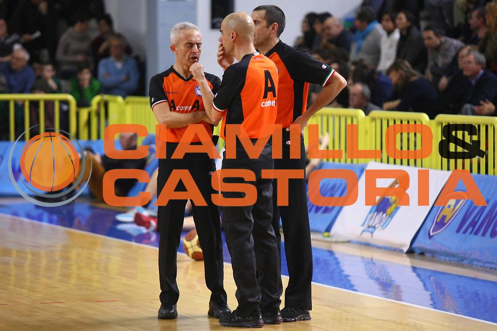 DESCRIZIONE : Cremona Lega A 2013-2014 Vanoli Cremona Enel BrindisiGIOCATORE : Arbitri RefereesSQUADRA : AIAPEVENTO : Campionato Lega A 2013-2014GARA : Vanoli Cremona Enel BrindisiDATA : 02/02/2014CATEGORIA : Arbitri RefereesSPORT : PallacanestroAUTORE : Agenzia Ciamillo-Castoria/F.ZovadelliGALLERIA : Lega Basket A 2013-2014FOTONOTIZIA : Cremona Campionato Italiano Lega A 2013-14 Vanoli Cremona Enel BrindisiPREDEFINITA : Federico Zovadelli