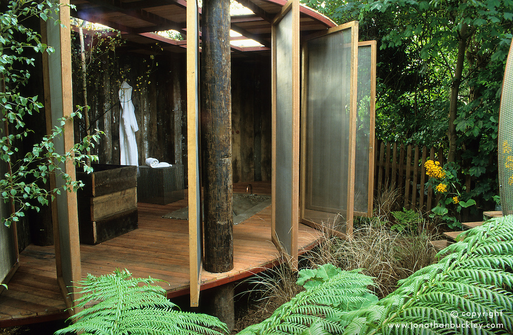 Room at the end of the garden with swivelling wire mesh doors