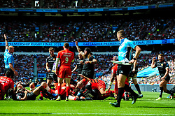 Wayne Barnes awards the try as Dave Ewers of Exeter Chiefs scores his sides second try of the game - Mandatory by-line: Ryan Hiscott/JMP - 01/06/2019 - RUGBY - Twickenham Stadium - London, England - Exeter Chiefs v Saracens - Gallagher Premiership Rugby Final