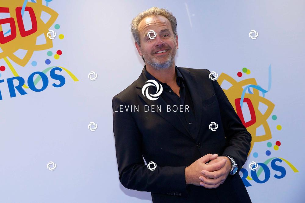 AMSTERDAM - 50 Jaar Tros is gevierd in theater Carré met heel veel bekende Nederlanders uit de Tros wereld. Met hier op de foto  Bert Kuizinga. FOTO LEVIN DEN BOER - PERSFOTO.NU