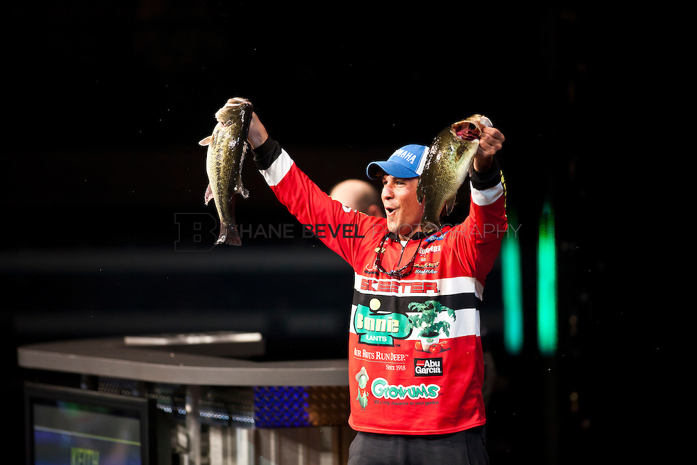 2/26/12 6:53:58 PM -- during the 2012 Bassmaster Classic on the Red River in Shreveport, La. ..Photo by Shane Bevel.Keith Poche weighs in on the final day.