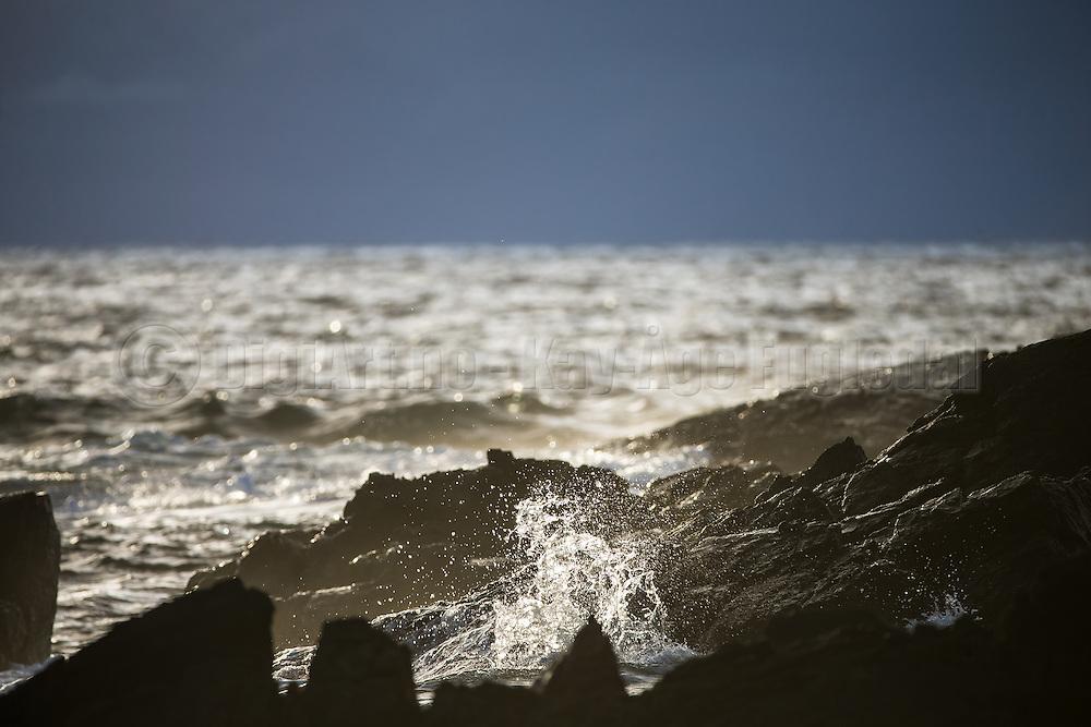Cliffs with sea spray, and a little glimps of sunshine | Svaberg med sjøsprøyt, og et lite glimt av solen.