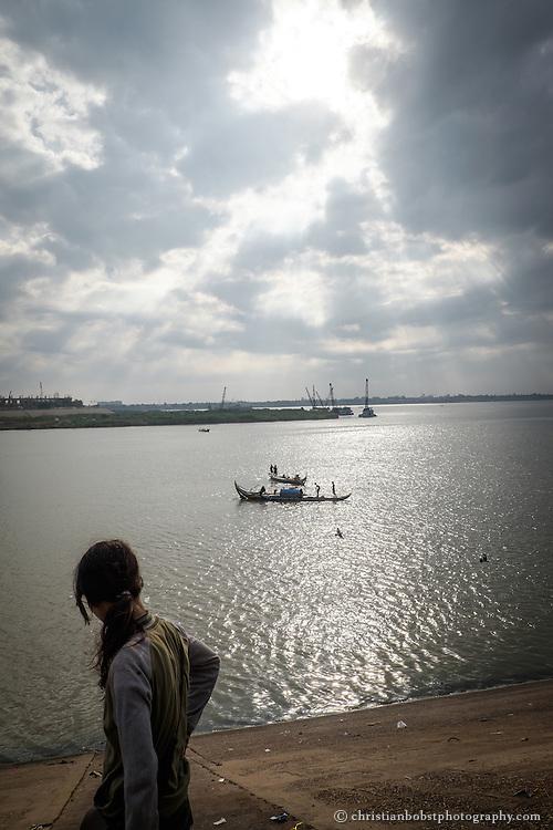 Phnom Penh hat 1,5 Millionen Einwohner und liegt im Südwesten des Landes am Tonle Sap, einem Zufluss des Mekong.