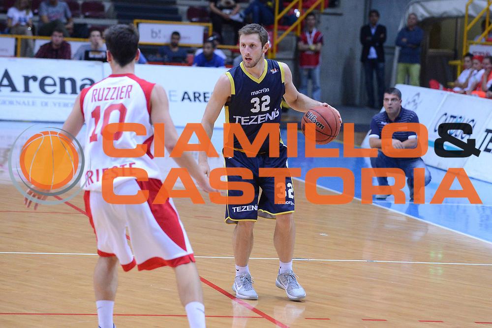 DESCRIZIONE : Verona Lega Basket A2 ottavi di finale qualificazioni final four eurobet 2012-13 Tezenis Verona Acegas Trieste <br /> GIOCATORE : mickey mcconnell<br /> CATEGORIA :  palleggio<br /> SQUADRA : Tezenis Verona Acegas Trieste <br /> EVENTO : Lega Basket A2 ottavi di finale qualificazioni final four eurobet 2012-13 <br /> GARA : Tezenis Verona Acegas Trieste <br /> DATA : 27/09/2012<br /> SPORT : Pallacanestro <br /> AUTORE : Agenzia Ciamillo-Castoria/M.Gregolin<br /> Galleria : Lega Basket A2 2012-2013 <br /> Fotonotizia : Verona Lega Basket A2 ottavi di finale qualificazioni final four eurobet 2012-13 Tezenis Verona Acegas Trieste <br /> Predefinita :