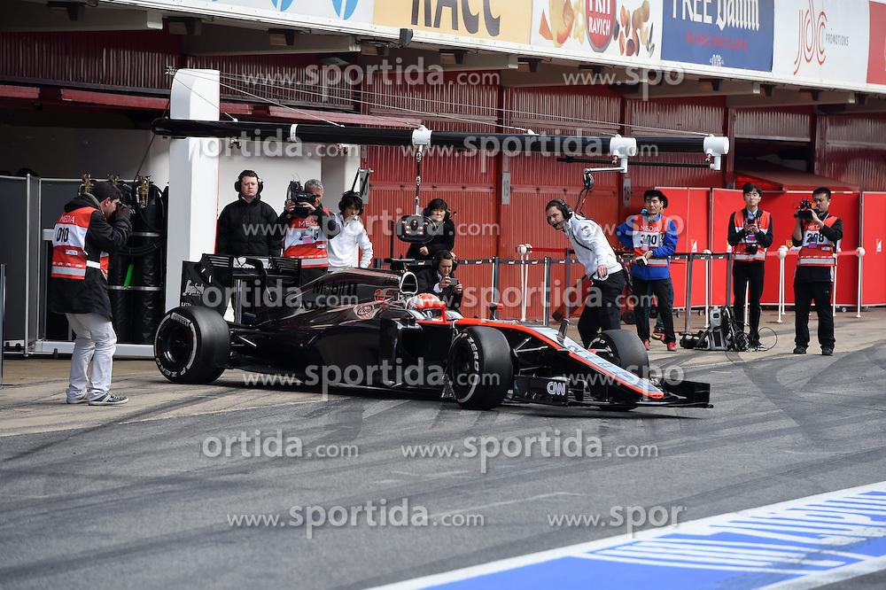 26.02.2015, Circuit de Catalunya, Barcelona, ESP, FIA, Formel 1, Testfahrten, Barcelona, Tag 1, im Bild Jenson Button (GBR) McLaren MP4-30 // during the Formula One Testdrives, day one at the Circuit de Catalunya in Barcelona, Spain on 2015/02/26. EXPA Pictures &copy; 2015, PhotoCredit: EXPA/ Sutton Images/ Mark Images<br /> <br /> *****ATTENTION - for AUT, SLO, CRO, SRB, BIH, MAZ only*****