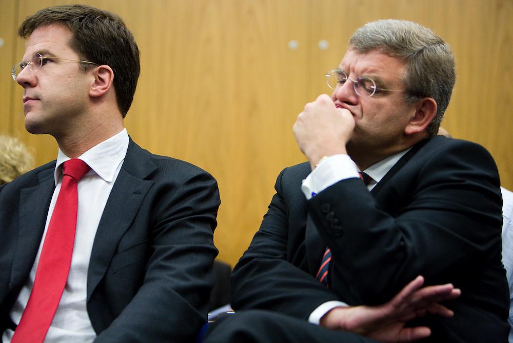 Nederland. Den Haag, 13 juni 2007.<br /> Mark Rutte en partijvoorzitter Jan van Zanen tijdens de presenatie van het rapport van de commissie Dekker.<br /> Foto Martijn Beekman <br /> NIET VOOR TROUW, AD, TELEGRAAF, NRC EN HET PAROOL