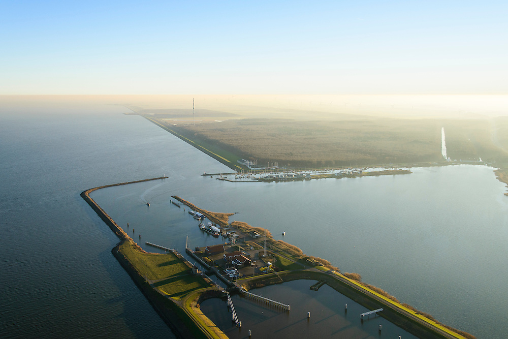 Nederland, Noord-Holland, Den Oever, 11-12-2013; Stevinsluizen, de schutsluis gezien richting IJsselmeer en Wieringermeer (Robbenbos). Begin Afsluitdijk<br /> Stevin Locks, near beginning of Enclosure Dam. IJsselmeer.<br /> luchtfoto (toeslag op standaard tarieven);<br /> aerial photo (additional fee required);<br /> copyright foto/photo Siebe Swart.