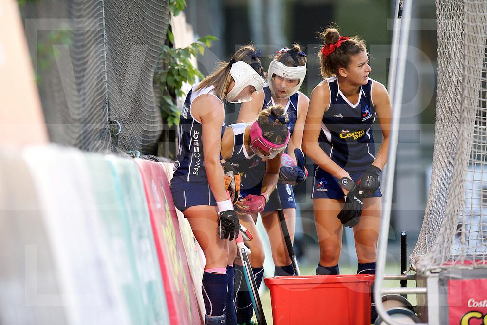 SANTIAGO - 2016 8th Women's Hockey Junior World Cup<br /> 32 JPN v CHI (9 / 12 Place)<br /> foto: Chile, penalty corner protection.<br /> FFU PRESS AGENCY COPYRIGHT FRANK UIJLENBROEK