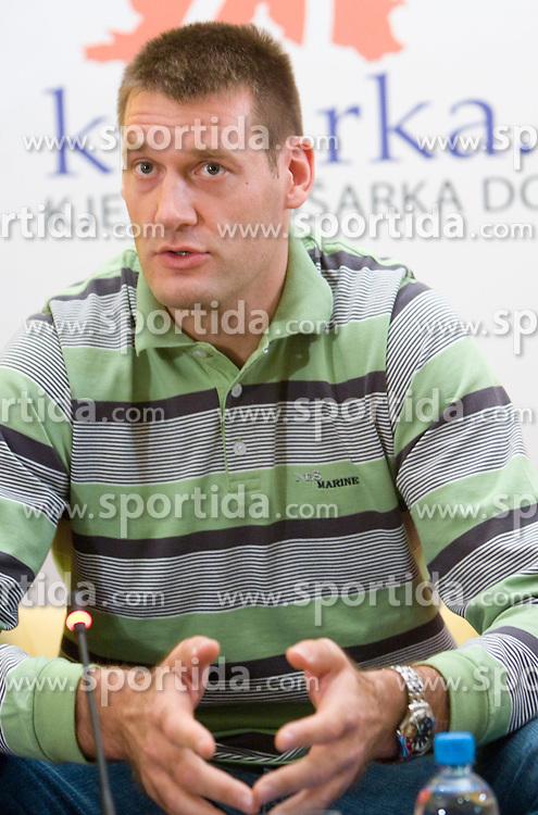 """Kosarkas Goran Jagodnik na okrogli mizi na temo """"Slovenska kosarka - le kos do svetovnega vrha?"""" v organizaciji SportForum Slovenija, 19. oktober 2009, Austria Trend Hotel, Ljubljana, Slovenija. (Photo by Vid Ponikvar / Sportida)"""