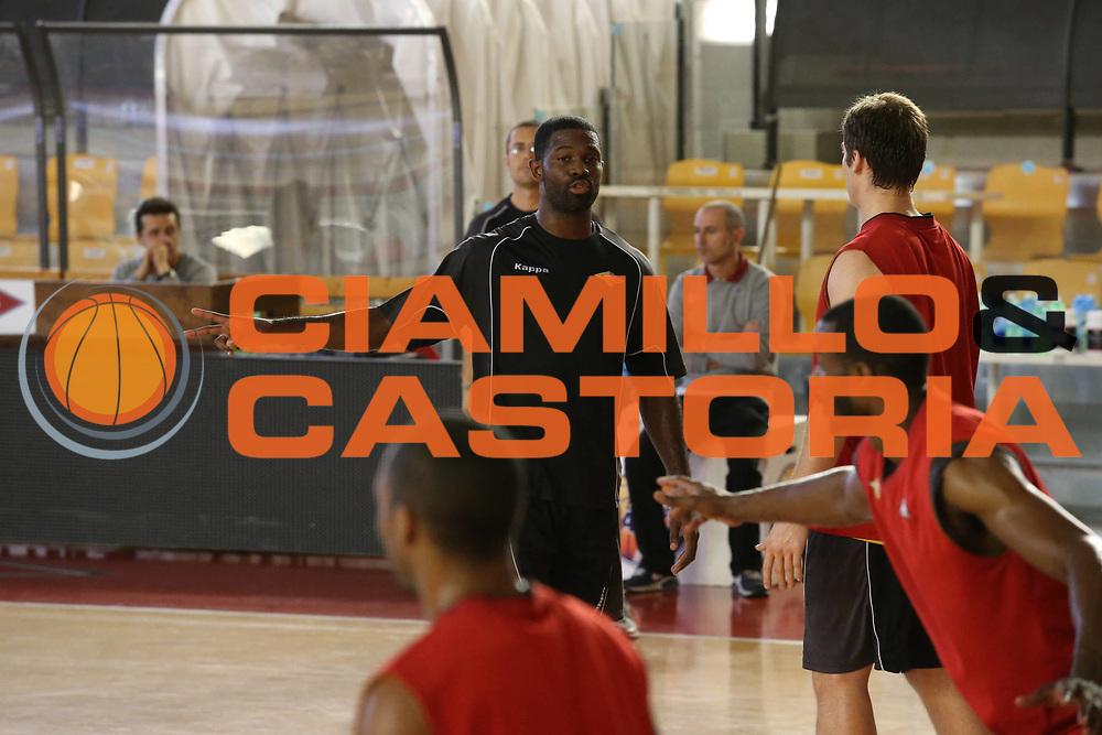 DESCRIZIONE : Roma Lega A allenamento Acea Roma<br /> GIOCATORE : Jones Bobby<br /> SQUADRA : Acea Roma<br /> CATEGORIA : curiosita<br /> EVENTO : Lega A 2012 2013<br /> GARA : allenamento Acea Roma<br /> DATA : 27/10/2012<br /> SPORT : Pallacanestro<br /> AUTORE : Agenzia Ciamillo-Castoria/M.Simoni<br /> Galleria : Lega A 2012-2013<br /> Fotonotizia :  Roma Lega A allenamento Acea Roma<br /> Predefinita :