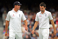 Photo © ANDREW FOSKER / SPORTZPICS 2008 -  Captain Kevin Pietersen gives some encouragement to James Anderson (R)  - England v South Africa - 09/08/08 - Fourth nPower Test Match -  Day 3 - The Brit Oval - London - UK - All rights reserved