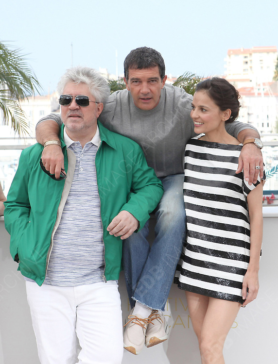 19.MAY.2011. CANNES<br /> <br /> ELENA ANAYA, PEDRO ALMODOVAR AND ANTONIO BANDERAS AT THE PHOTOCALL FOR THE SKIN I LIVE AT THE 64TH CANNES INTERNATIONAL FILM FESTIVAL 2011 IN CANNES, FRANCE. <br /> <br /> BYLINE: EDBIMAGEARCHIVE.COM<br /> <br /> *THIS IMAGE IS STRICTLY FOR UK NEWSPAPERS AND MAGAZINES ONLY*<br /> *FOR WORLD WIDE SALES AND WEB USE PLEASE CONTACT EDBIMAGEARCHIVE - 0208 954 5968*