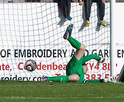 Falkirk's keeper Michael McGovern can't stop Cowdenbeath's Greg Stewart scoring their goal.<br /> Cowdenbeath 1 v 0 Falkirk, 14/9/2013.<br /> &copy;Michael Schofield.