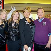NLD/Amsterdam/20101128 - Modeshow en verkoop Artbags t.b.v het Aidsfonds in de Bijenkorf, Lauren Verster, Angela Groothuizen, Caroline Tensen en Bastiaan van Schaik